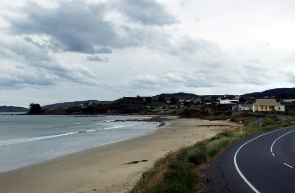 About 22km south of Balclutha is the seaside township of Kaka Point.