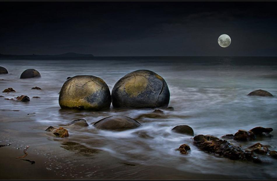 Open Projected Images  Champion:  Bruce Burgess,  Auckland  'Moon Rise over Moeraki'