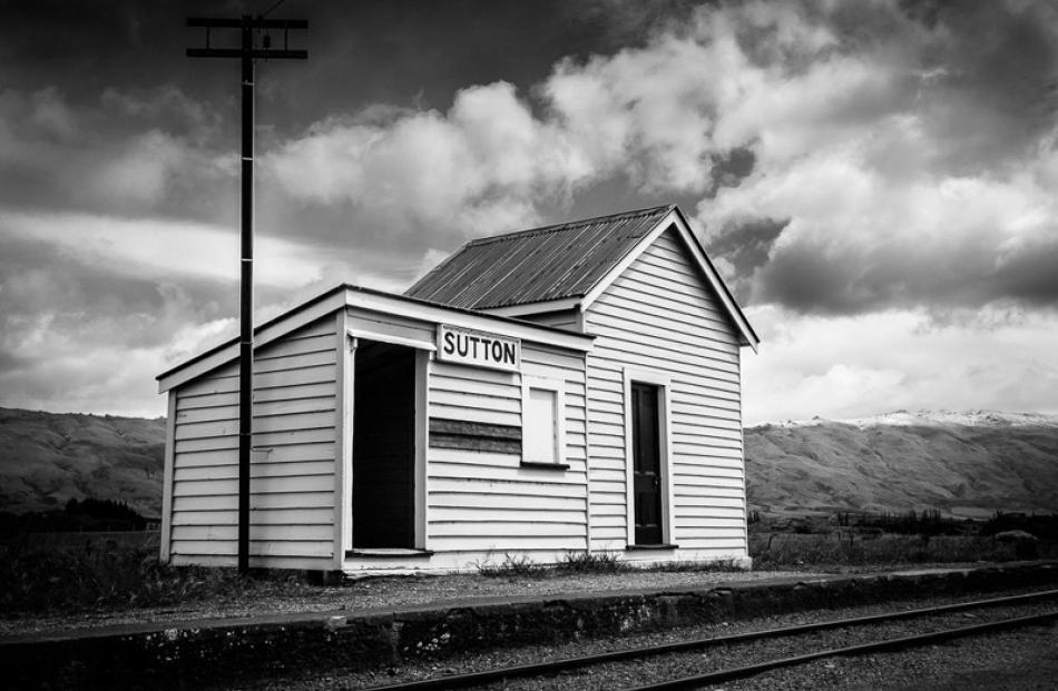 Open Prints  Honours:  Glenn Symon, Dunedin  'Sutton Station'