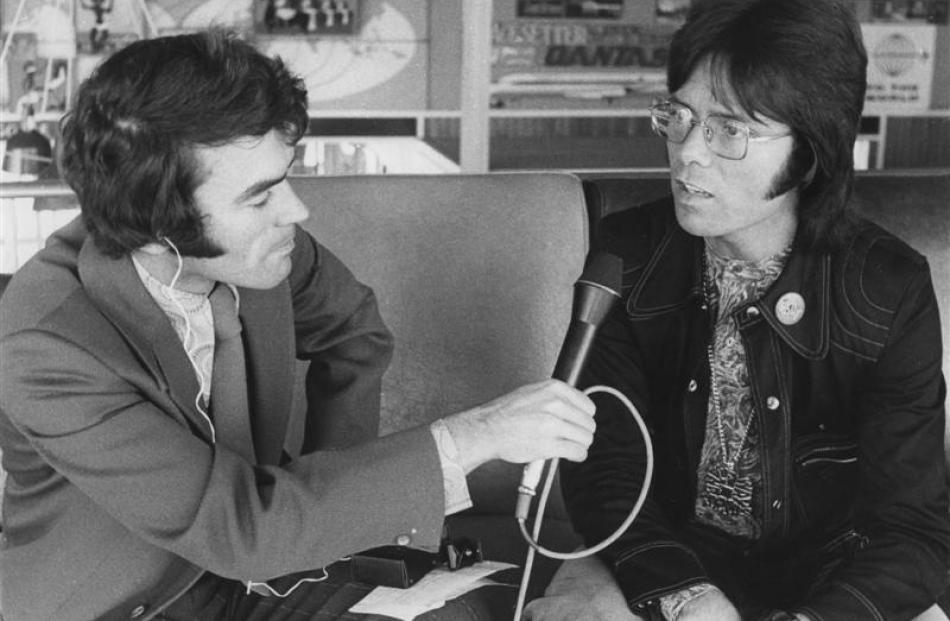 Jim Sullivan interviews pop star Cliff Richard at Dunedin Airport in 1977. Photo by Radio New...