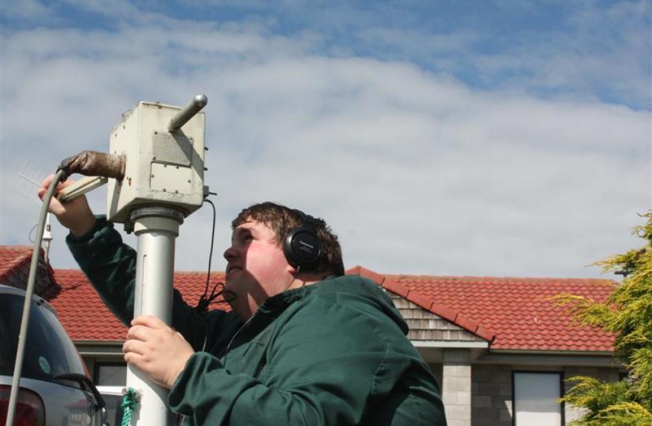 Mr Bailey  tracks a weather balloon. Photos by Allison Rudd.