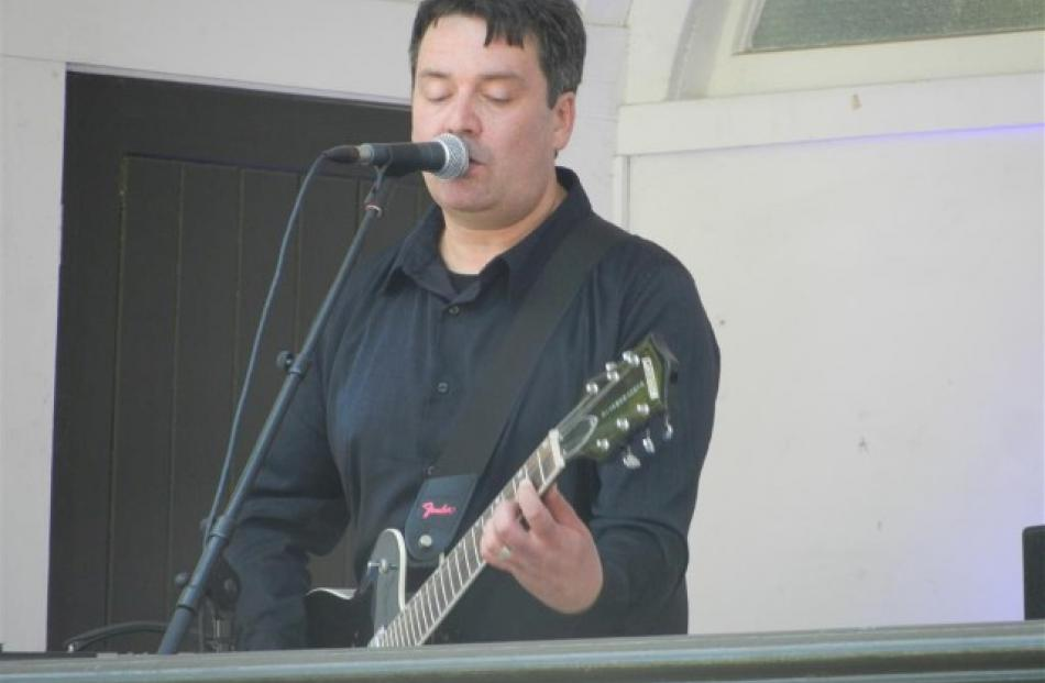 Frontman Martin Phillips led his band through a rousing set.