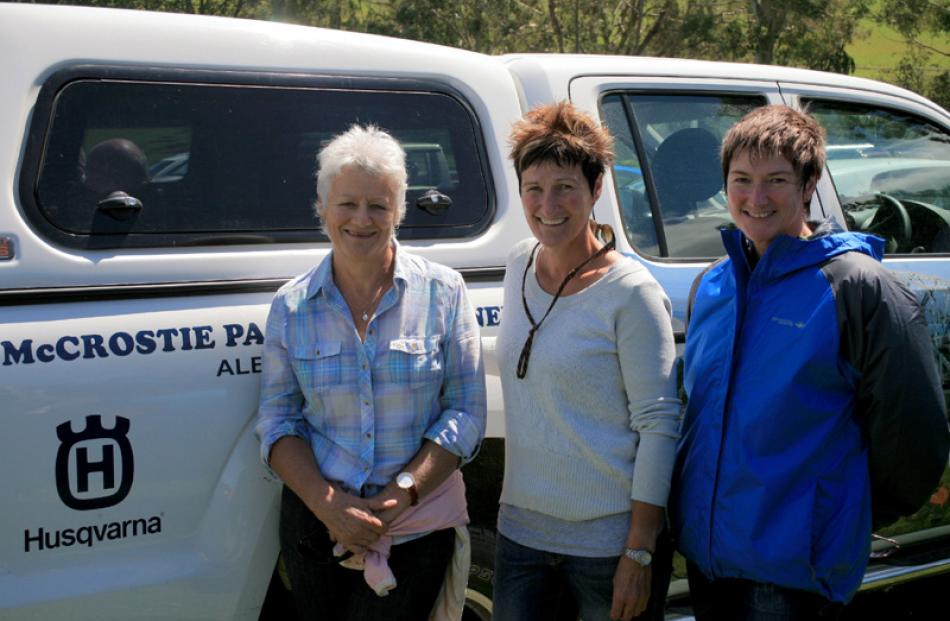 Dot Watt of Lovells Flat, Raewyn Storer of Kaitangata, and Lee Budge of Balclutha.