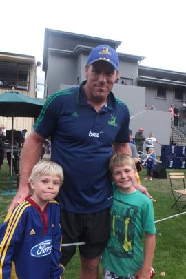 Arrowtown primary pupils Jonny ffiske (8) and Sam Little (8) stand with Highlanders hero Brad Thorn.