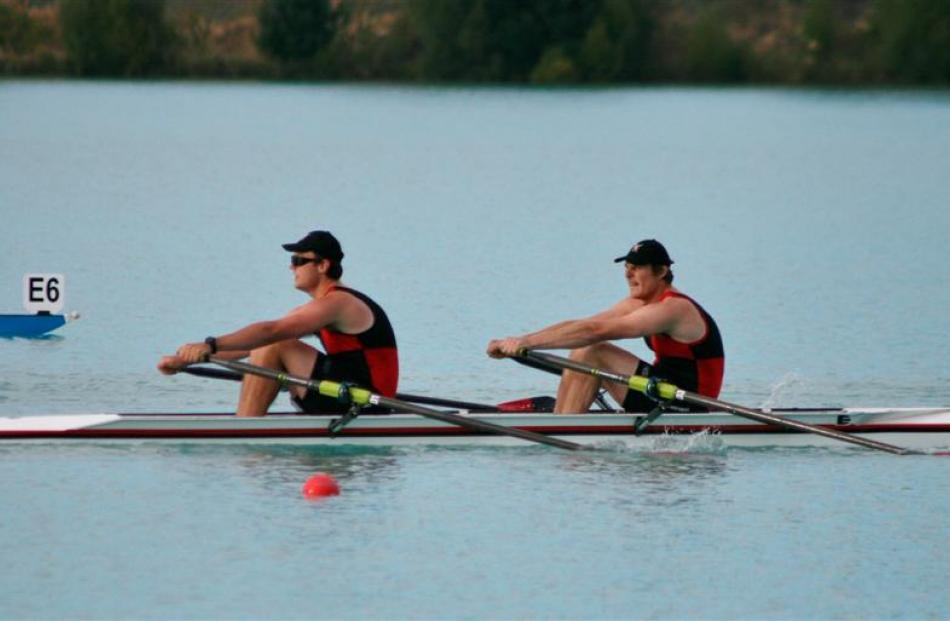 The North End novice double sculls of Ryan Wilson (left) and Sam Munro in action.