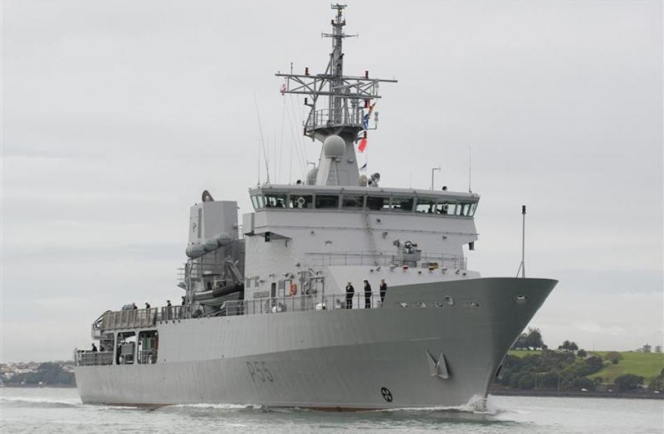 HMNZS Wellington returns to Devonport Naval Base.