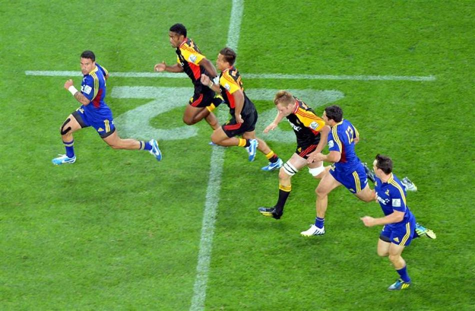 Highlanders winger Kade Poki shows a clean pair of heals on his way to the try line.