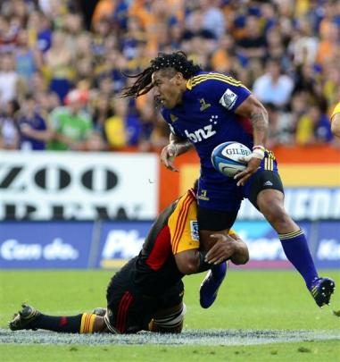 Ma'a Nonu is held by a Chiefs defender. Photo by Peter McIntosh