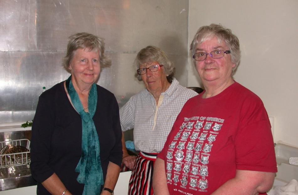 Dorothy Hunter, of Maheno, Margaret Chetwin, of Kakanui, and Diana McGregor, of Maheno.