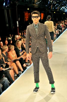 Printed suits, bow ties and rolled pants bottoms in MisteR's range.