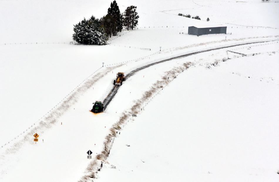 Very heavy snow on SH87, near Hindon.