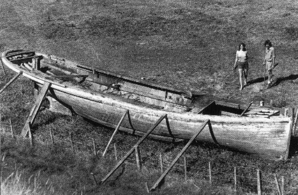 Sandra Carlson and John Sutherland examine the vessel's remains at Portobello in 1978.