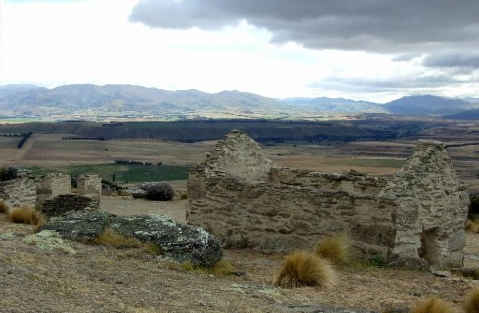 Ruins at Welshtown, looking  towards the upper Clutha River.
