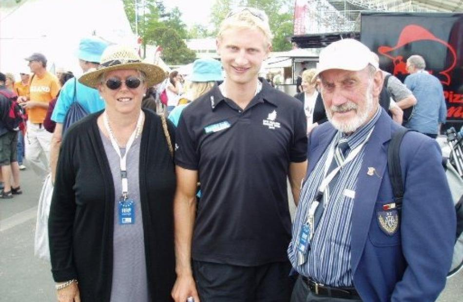 The Strachans with Olympic and world champion Hamish Bond.