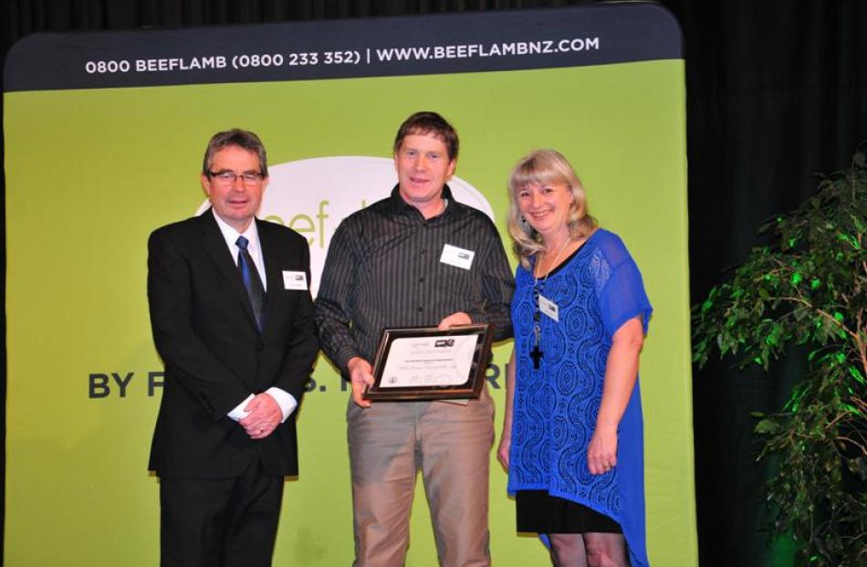 Richard Wakelin (left) from Beef and Lamb NZ congratulates Andrew and Heather Tripp, of Nithdale...