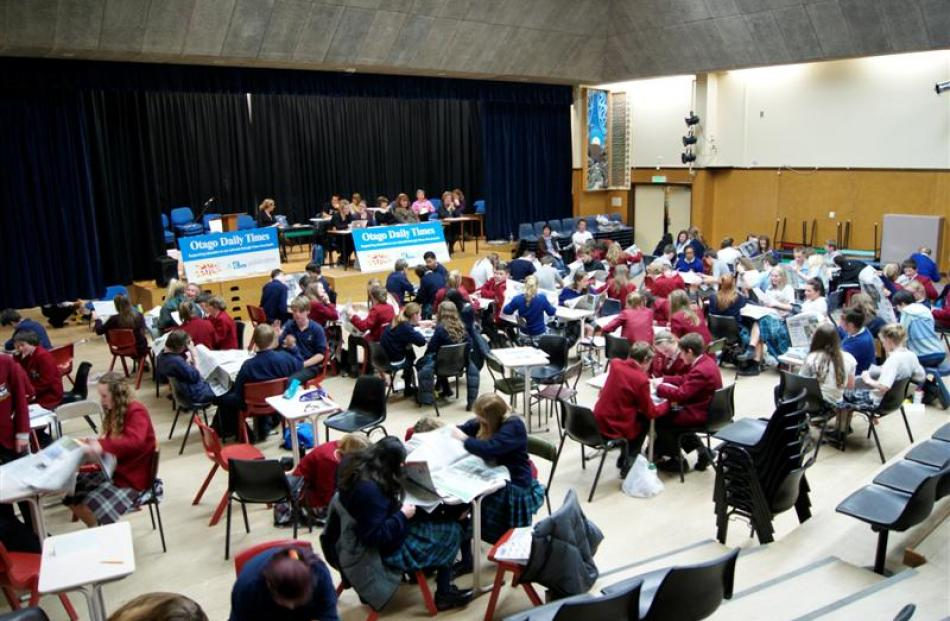 Thirty-three teams took part in the Extra!  current events quiz in Cromwell last night.