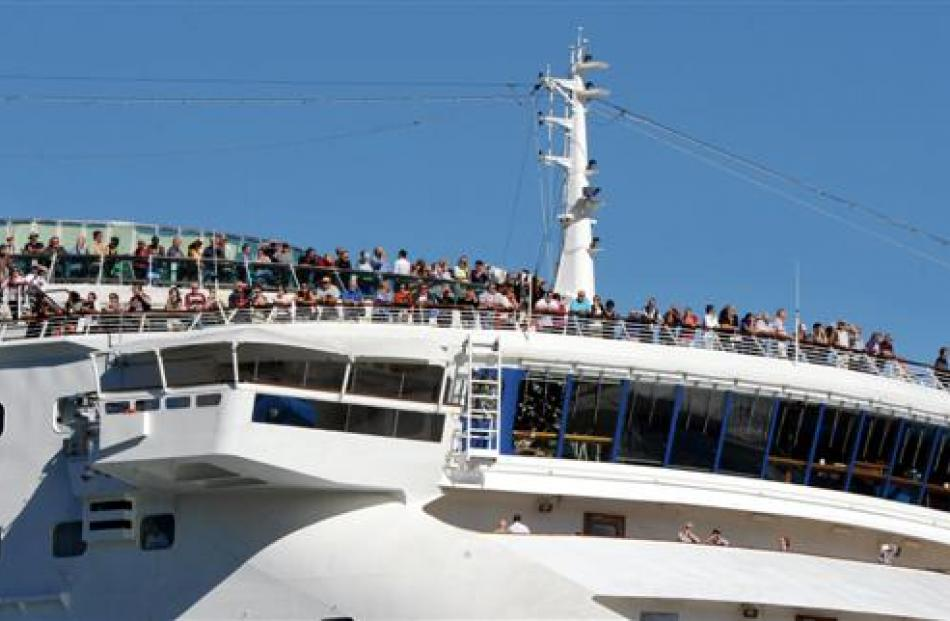 Sun Princess passengers line up to see Dunedin yesterday. Photo by Craig Baxter.