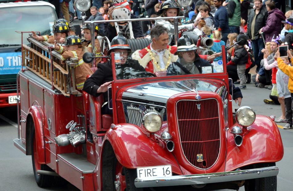 Dunedin Mayor Dave Cull rides in a vintage fire engine.