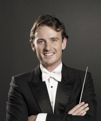 Conductor Alexander Shelley. Photos supplies.