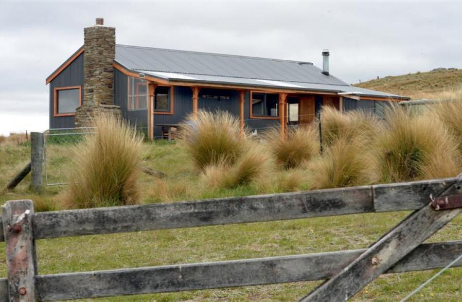 The modern Deep Creek musterers' hut on Stonehenge.
