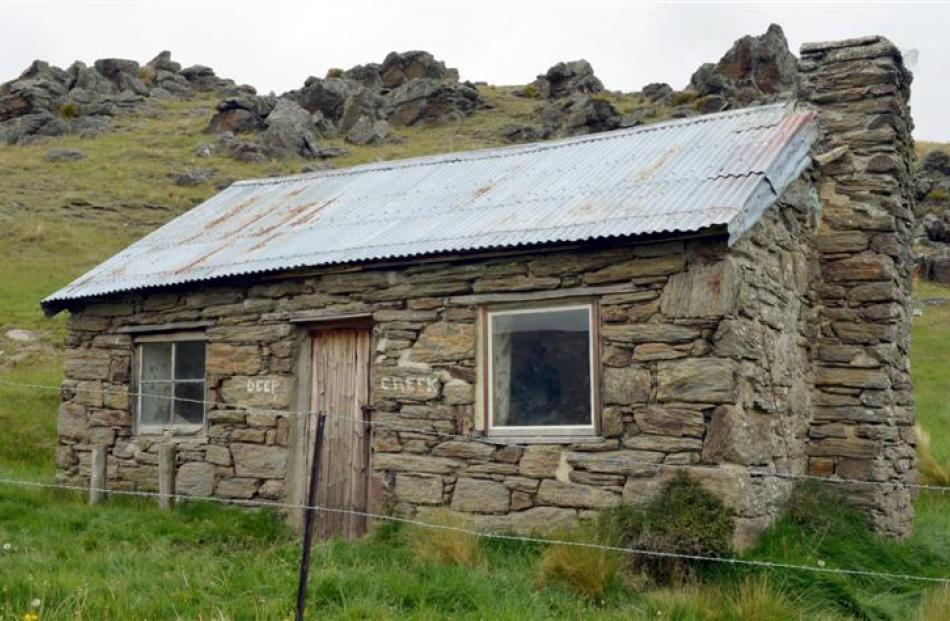 The old Deep Creek hut, below  Lake Onslow Rd, dates back to the 1850s.