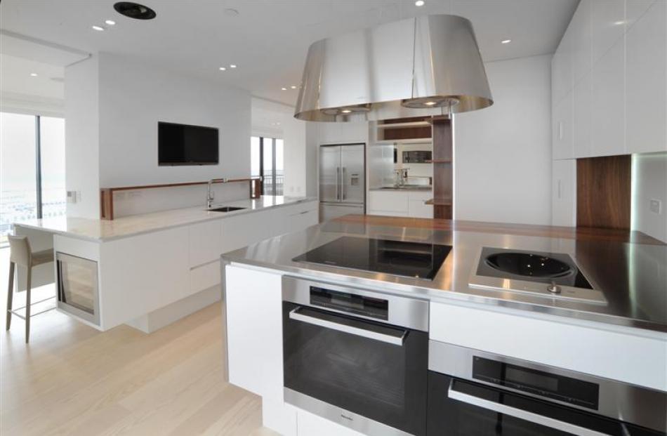 An airy, open-plan kitchen by Leonie Von Sturmer. Photo by Grant Southam.