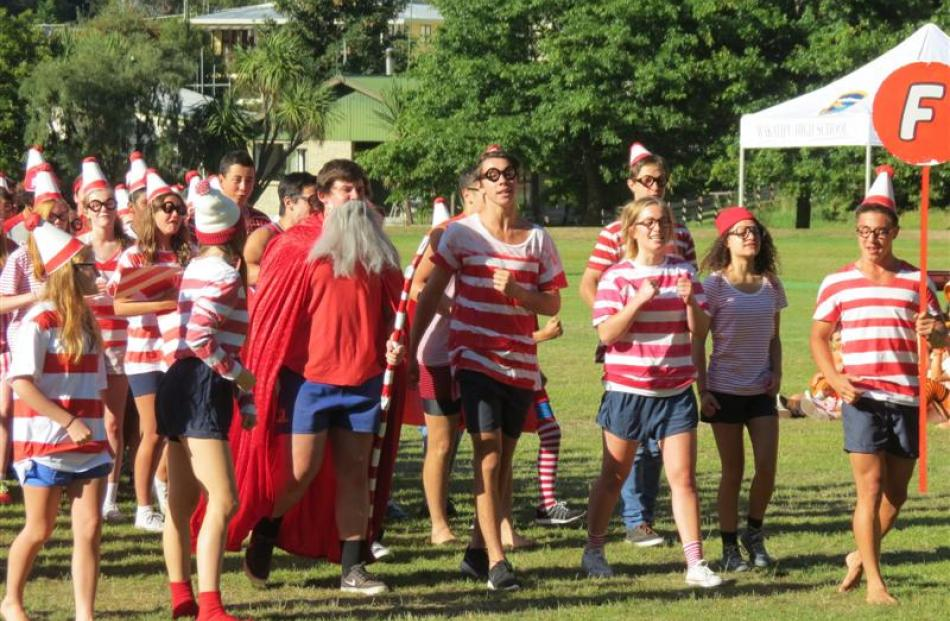Fox House took on a ''Where's Wally'' theme and finished with a burst of I See Red by Split Enz.