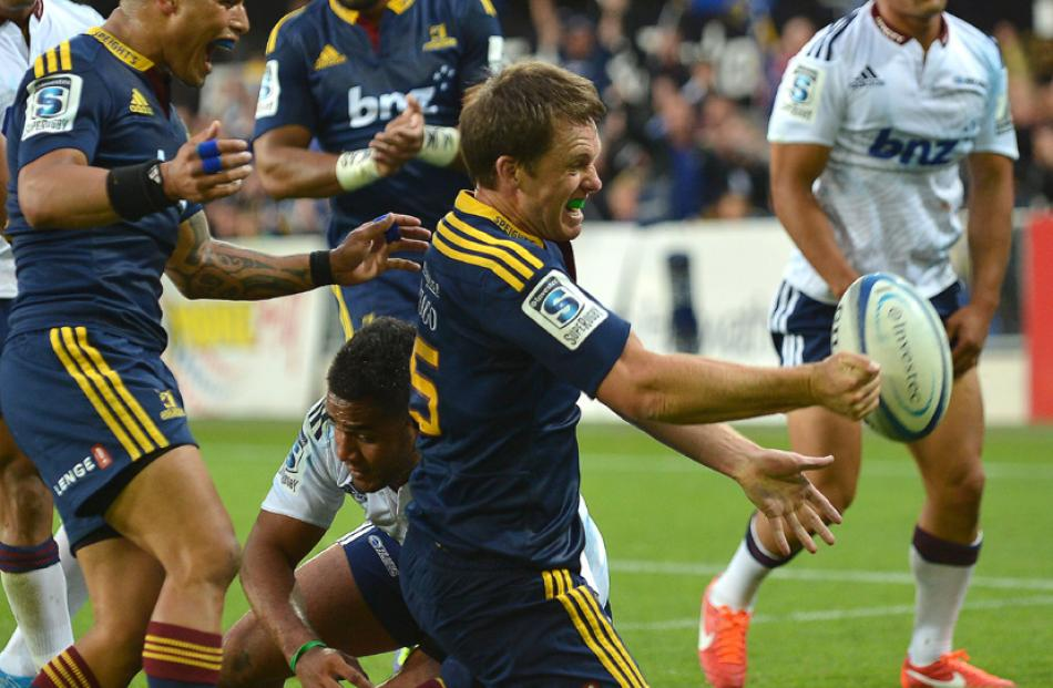 Highlander Ben Smith goes over to score a try.