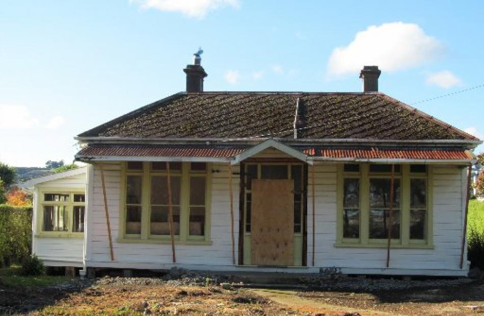 The house before the roof and chimneys were removed.