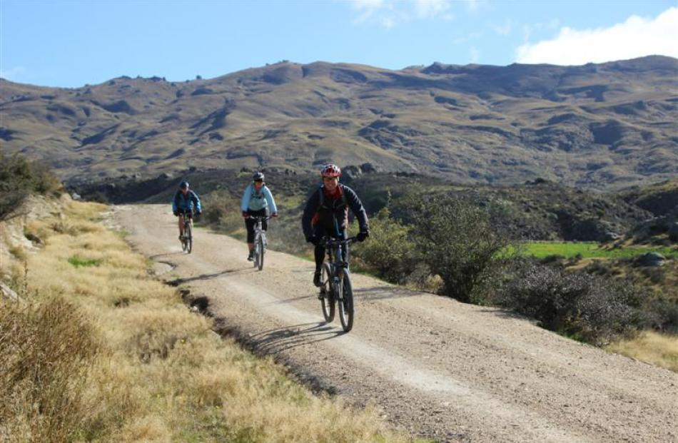 Ken Thompson (front) takes part in the Middlemarch mountain bike ride.
