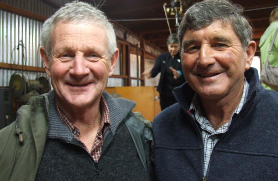 Struan Trophy winner David Ruddenklau (left) with Ida Valley farmer Robert Gardyne.