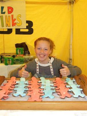 Kloe Vermeir (11) at her gingerbread stall.