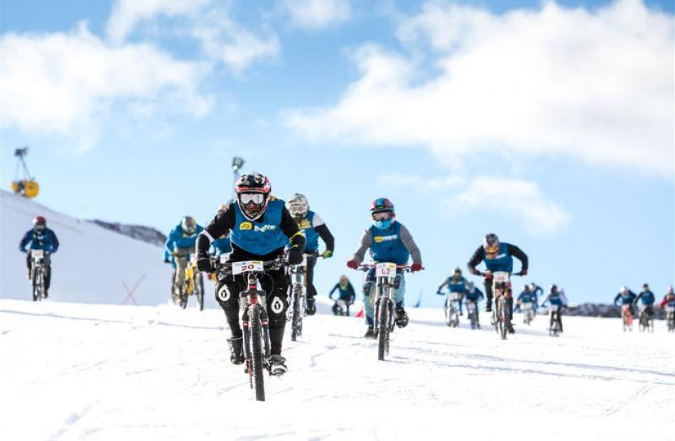 Mikey Northcott leads the pack to take third place in the Mountain Bikes on Snow event at Coronet...