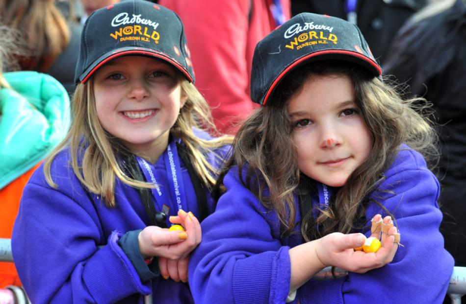Madison Logan-Ferris and Clara Deans (both 7), of Dunedin, with yellow jaffas.