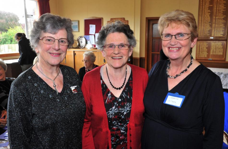 Dorothy Dawson, Val Parata and Lorraine Aitken, all of Dunedin.