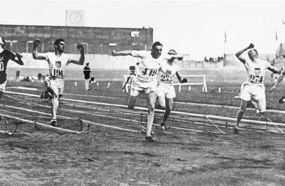 The 1924 Olympic 100m final. (From left) Arthur Porritt (New Zealand), Chester Bowman (United...