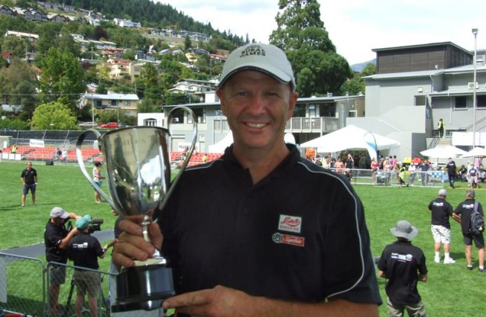 David Fagan displays his NZ Speed Shear Championship trophy. Photo by Paul Taylor.