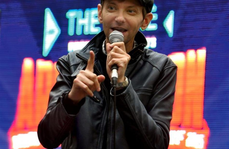 Television and movie actor DJ Qualls  talks to fans.