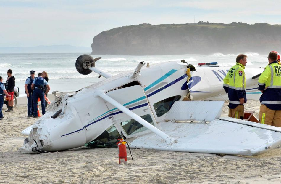 The crashed plane  on Tomahawk Beach. Photo by Gerard O'Brien