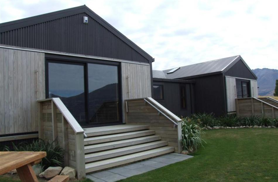 The Lake Ohau Quarters provides self catering accommodation sleeping up to 24 people.