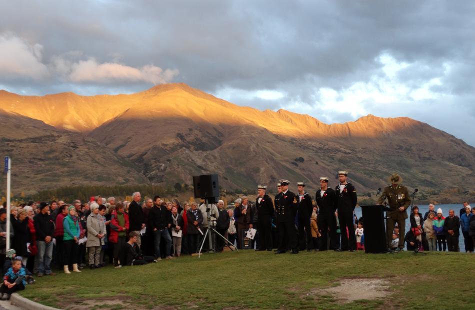 Major Ian Piercy, 2/4 Battalion Royal New Zealand Infantry Regiment, draws the inaugural Lake...