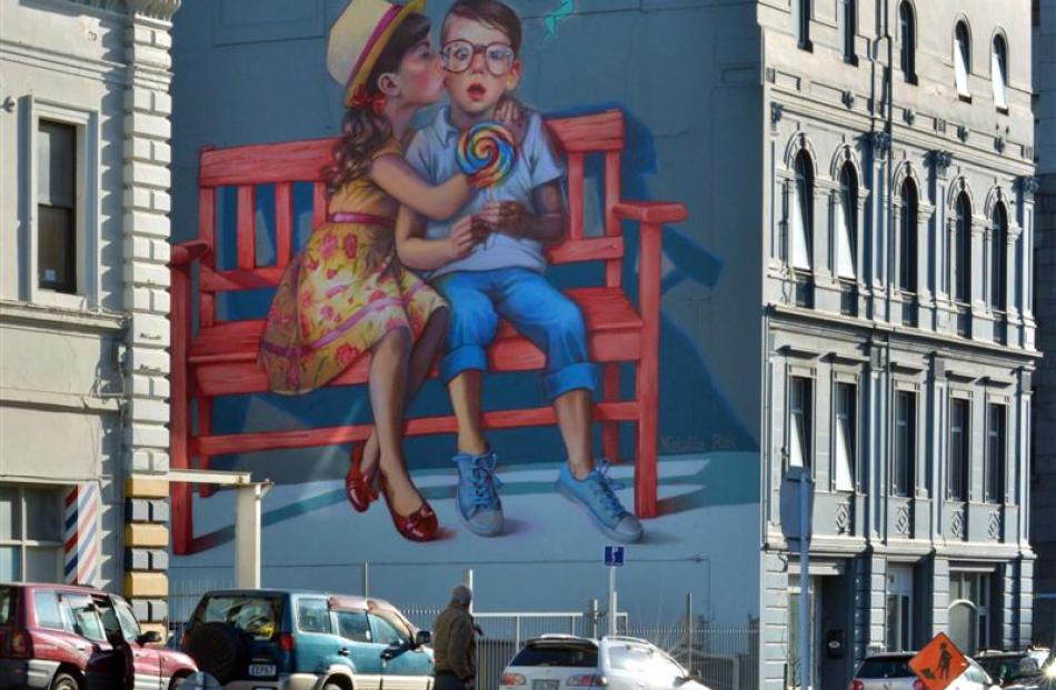 The mural Love Is In The Air by Natalia Rak in Bond St.