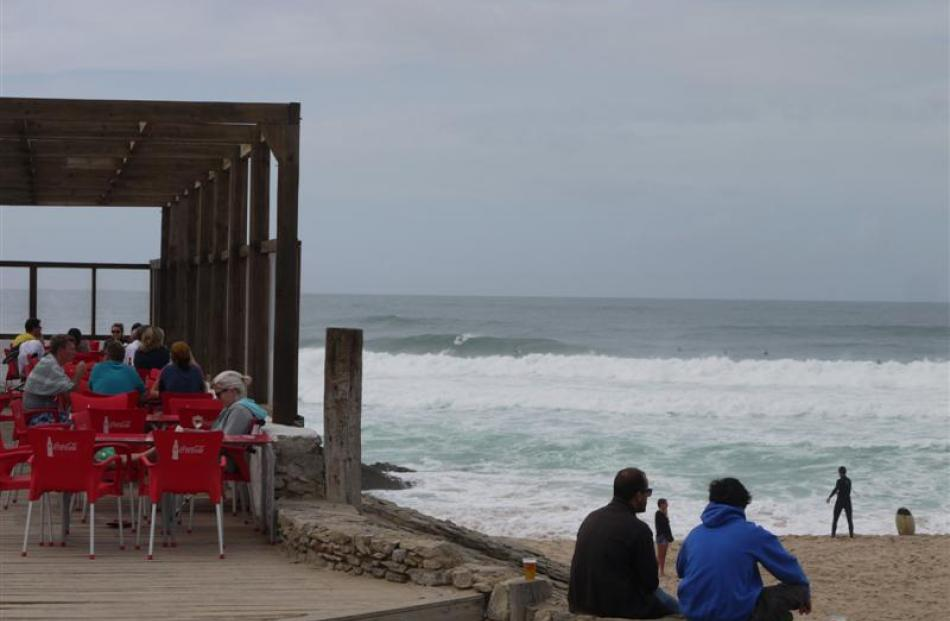 A Guincho Beach café offers seaside views on a warm October morning.