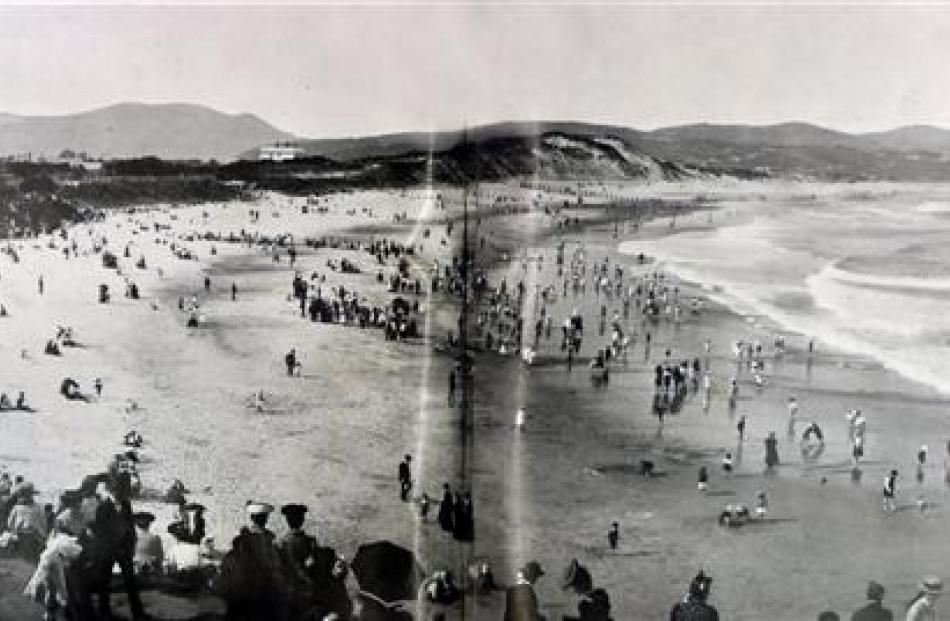 Sandy St Clair in 1907 after the first set of groynes was installed. Photo by Otago Witness.
