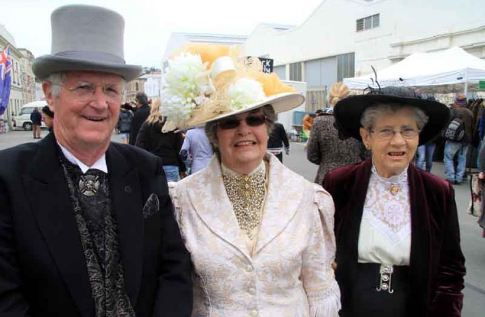 Noel and Franceen Bradshaw, of Oamaru, with Fay Wells of Christchurch.