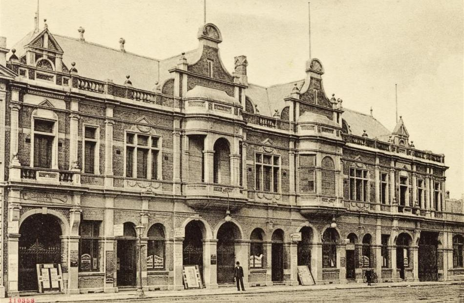 His Majesty's Theatre, Crawford St, about 1904.  About the left two-thirds of the building, minus...