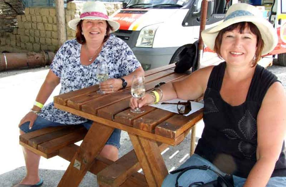 Sisters Amanda Hodge of Wanaka, and Felciity Hodge of Dunedin.