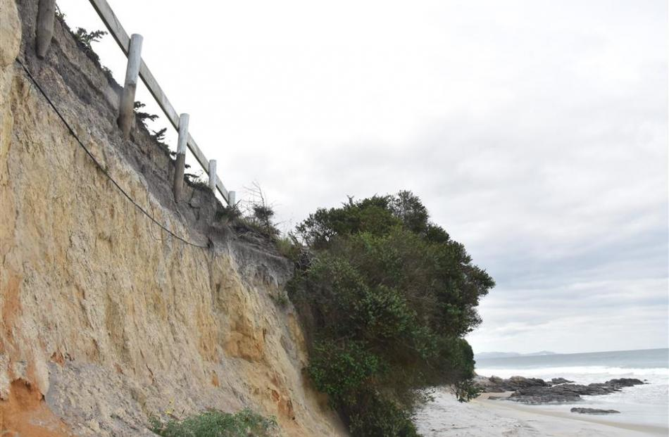 Erosion along Taieri Mouth Rd.