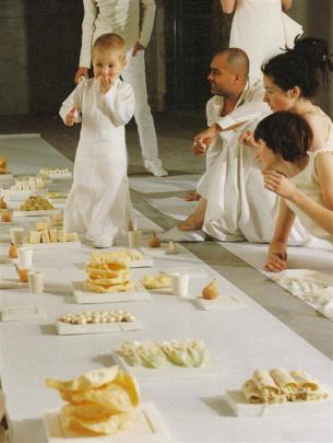 Marije Vogelzang's first eating design project: the white funeral.