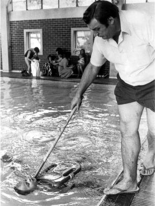 Laing training a swiiming pupil at Moana Pool in the 1970s. Photo by ODT.